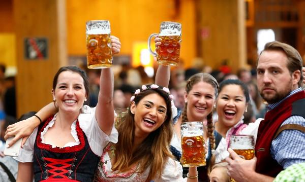 Халба бира, чаша вино и... чуждите езици ни идват отръки