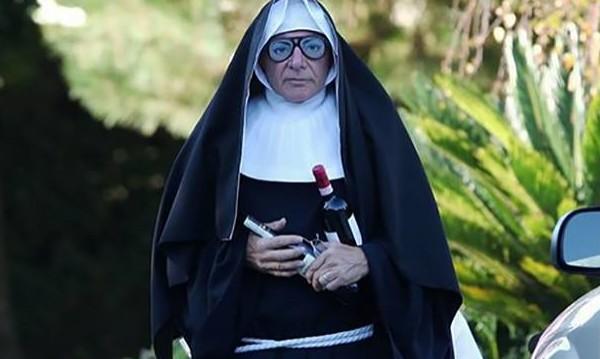 Харисън Форд като монахиня... в костюм за Хелоуин