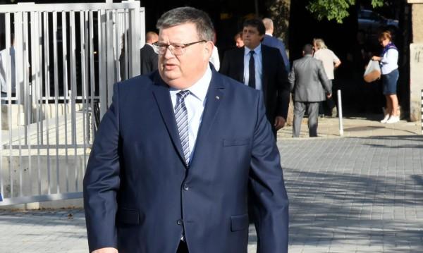 Цацаров засече пари за ДОСТ от Турция. Местан: Не е вярно!