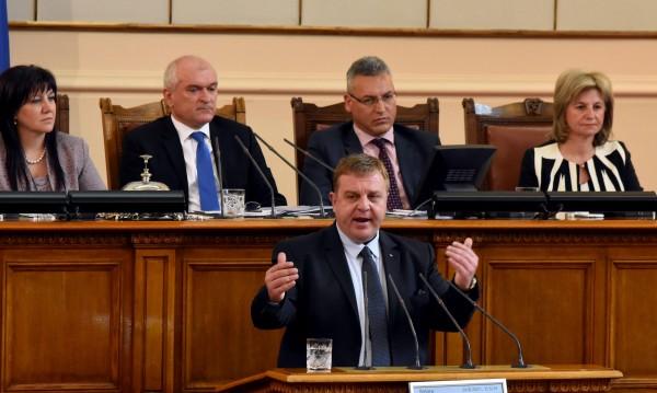 Каракачанов съзря дестабилизация в искането на оставка на Симеонов