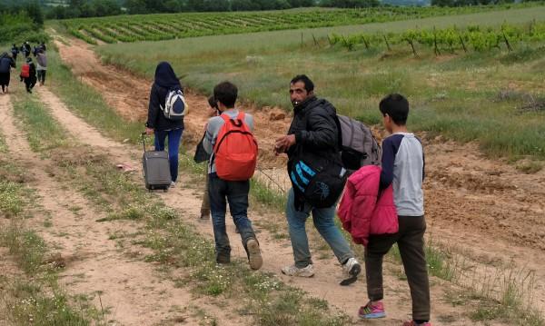Откриха 13 нелегални мигранти в наш камион в Македония