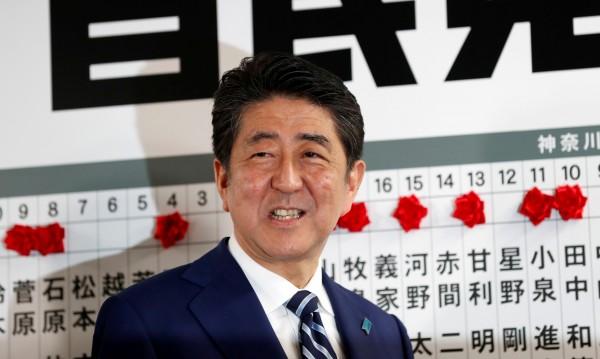 Шиндзо Абе спечели вота в Япония, обеща твърдост към Пхенян