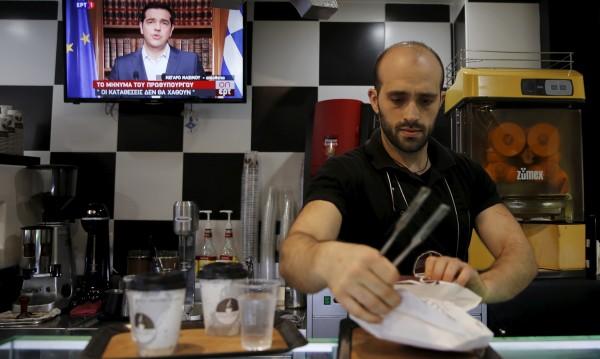 Гърция с глътка въздух – тръгва нагоре. Но къде са младите?