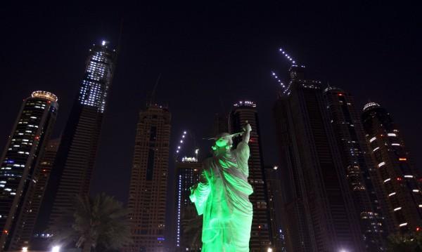 Затвор за британец в Дубай. Опипал мъж в бар