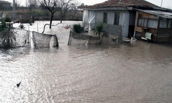 Над 60 л/кв.м дъжд потопиха Бургаско
