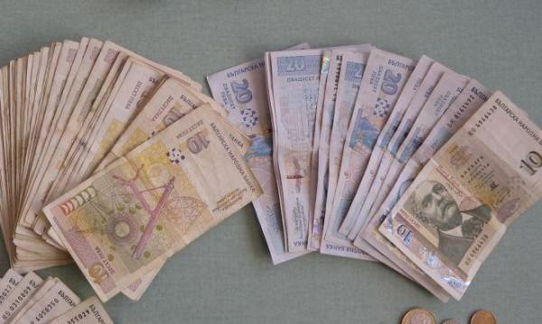 По следите на ало измама: Банкови служители спасиха парите на 81-годишна