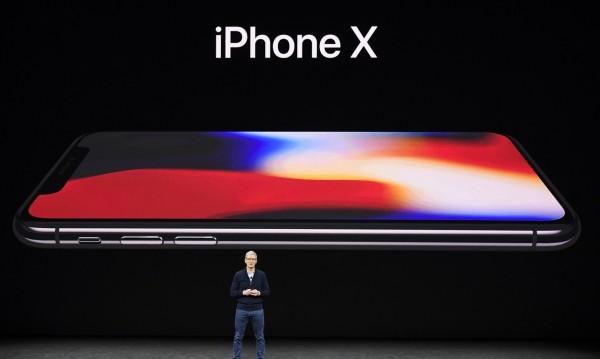 Apple с проблеми – ще достави само половината от iPhone X