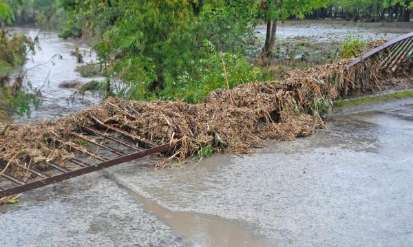 Проверяват се сигнали за скъсани язовирни стени в Бургаско