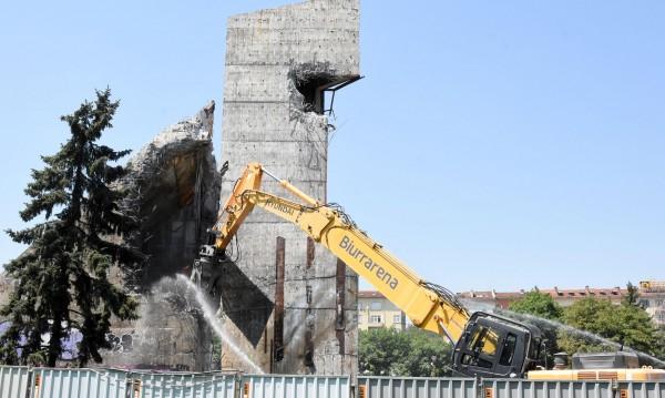 Паметникът пред НДК - премахнат без документи