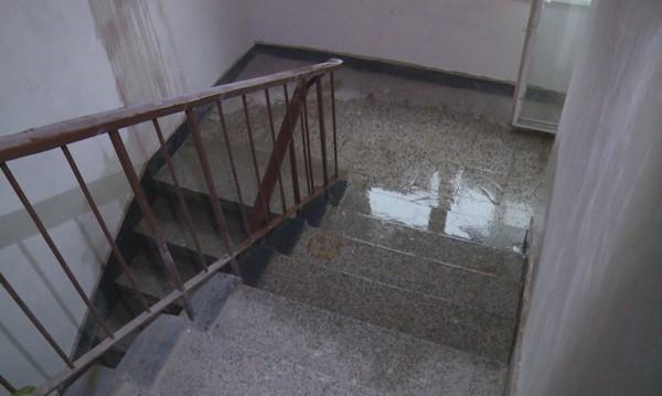 Ремонт, саниране, а накрая – дъжд  и от тавана капе