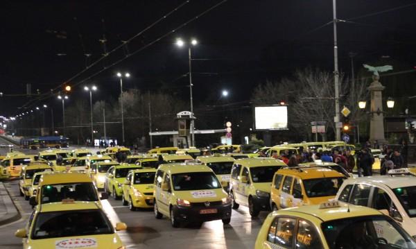 Таксиджиите без изпит за удължаване на разрешителните