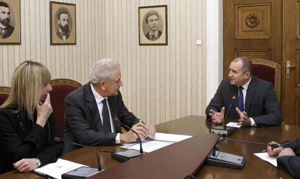 Радев и Аврамопулос обсъдиха миграционния проблем