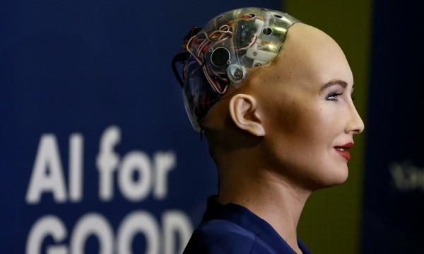 Роботът София получи гражданство в Саудитска Арабия