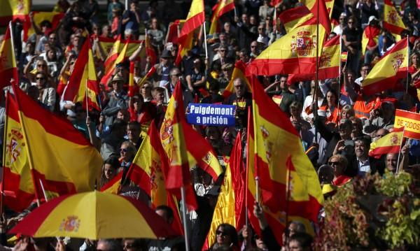 Хиляди се събраха в Мадрид, искат Пучдемон в затвора