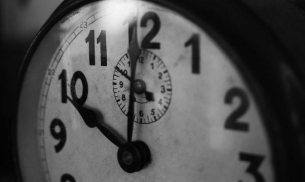 Завъртаме стрелките с час назад – точно в 4:00 ч