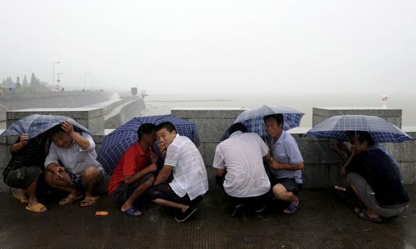 Тайфунът Саола остави без ток 40 000 жилища в Япония