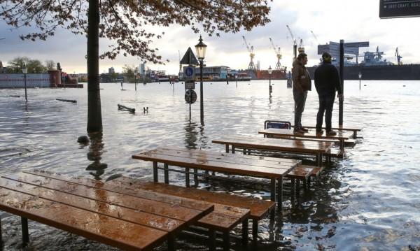 Силни ветрове отнеха живота на петима души в Европа