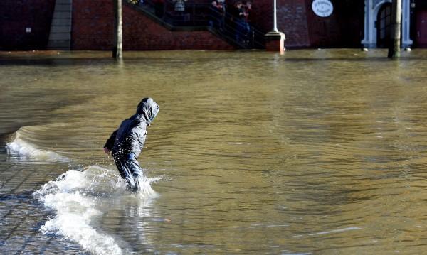 Най-малко 7 жертви на бурята, връхлетяла Централна Европа