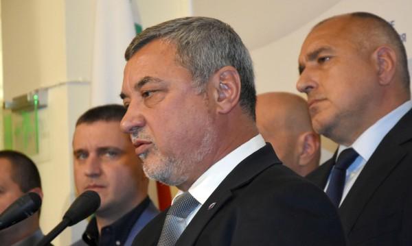 Симеонов за оставката: Активно медийно мероприятие