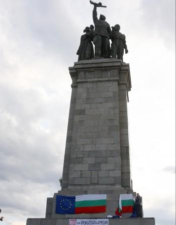 Руски протест: Вандалски акт срещу паметника на Съветската армия