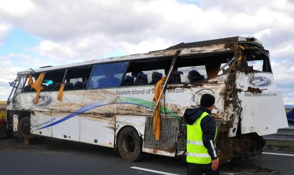 Шофьорът на рейса от Тракия - заспал, обърнал се в канавката