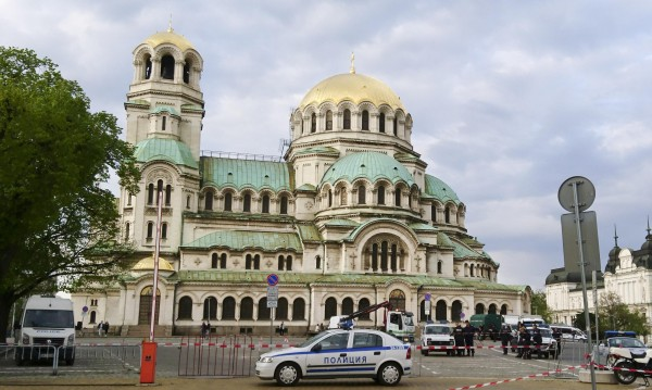 """Край на паркирането около """"Ал. Невски"""", туристите - пеша"""