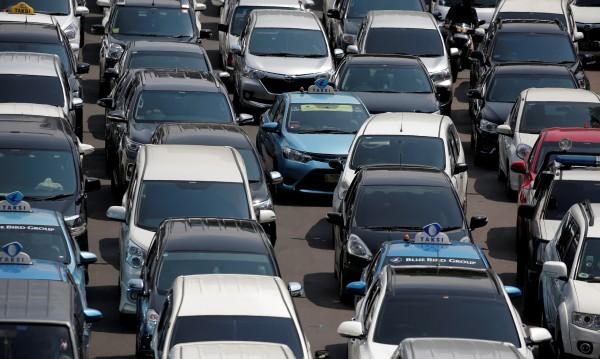 Забраниха на румънците да имат повече от една кола втора употреба