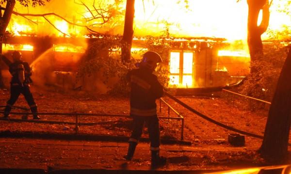 Пожар на жп гарата в Нова Загора, загина човек