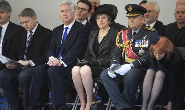 Из коридорите на властта в Лондон: Разхождат се похотливи политици