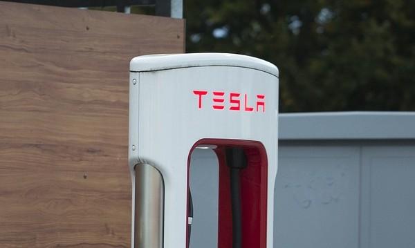 Tesla ще произвежда по-малко коли Model S и Model X
