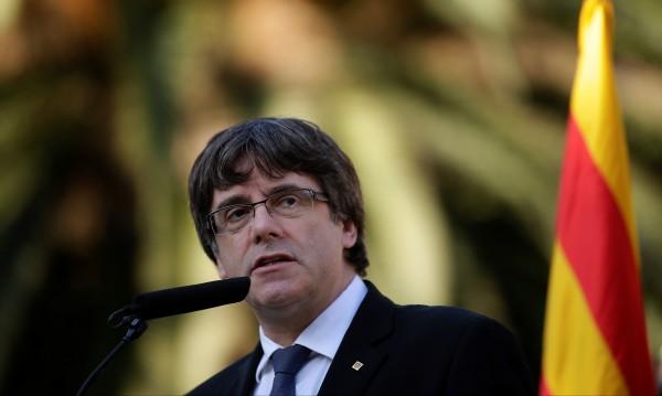 Испания поиска европейска заповед за арест на Пучдемон