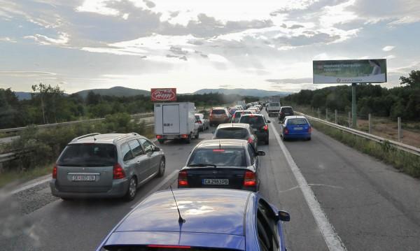 """Опасни шосета и тунели превръщат пътуването в """"руска рулетка"""""""