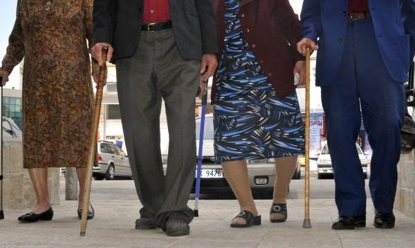 След 50 години брак шест двойки подновиха обета си