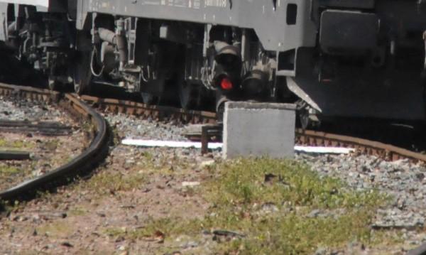 Млада жена се хвърли пред влак, с опасност за живота е