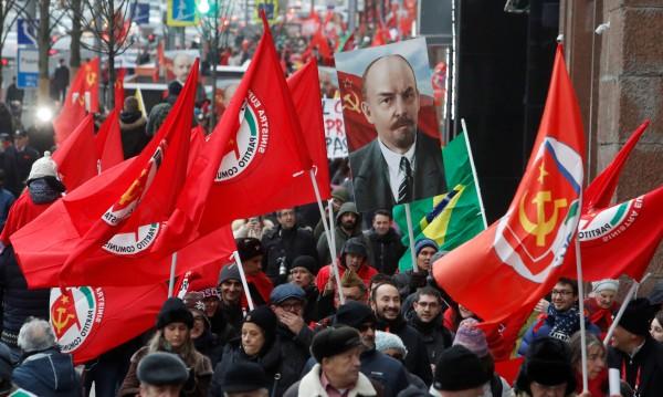 Русия се бори с наследството на болшевишката революция от 1917 г.
