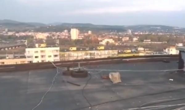 Отново опасни селфита: Деца на покрив в Кърджали
