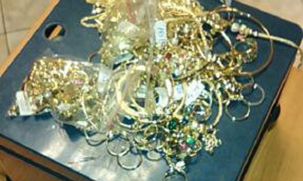 Митничари хванаха златни накити за над 60 000 лв.