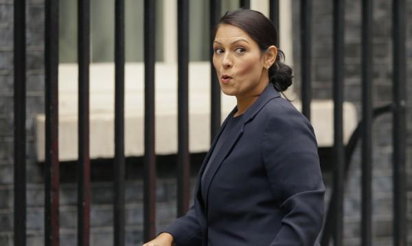 Британски министър - заплашен с уволнение!