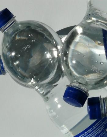 Казусът с етикетите на бутилираните води - в чия полза са предвидените промени?