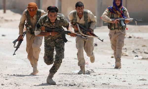 След поражението над ИД Сирия се изправя срещу кюрдите