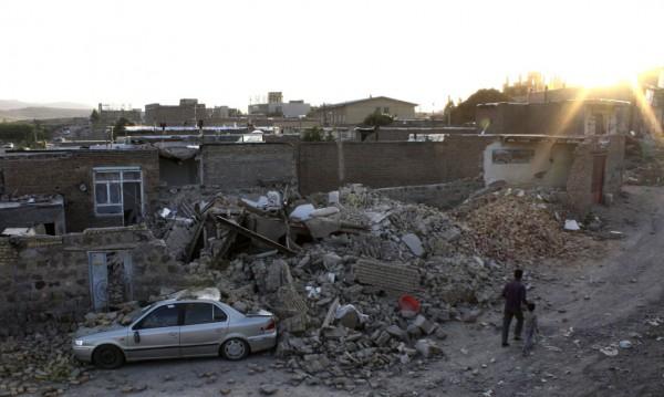 Сред труса край Иран и Ирак: 135 жертви, стотици ранени