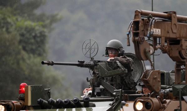 Севернокорейски войници стреляха по свой, избягал на Юг