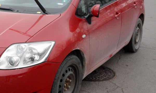 """Ден след ден: Нарязани гуми на паркинг в """"Студентски град"""""""