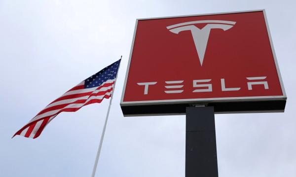 """Дума, започваща с """"Н"""", ще докара главоболия на Tesla"""