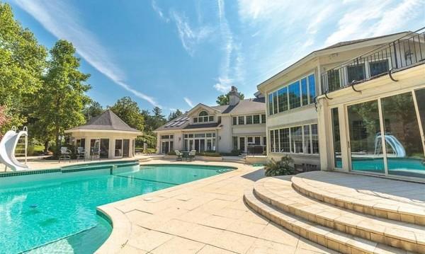 Еминем продаде свое пищно имение в Детройт