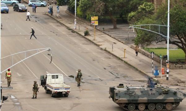 Президентът на Зимбабве и семейството му – под арест