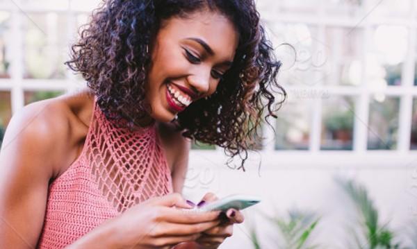 """Страхът на """"поколението смартфон"""": Да не останат офлайн!"""