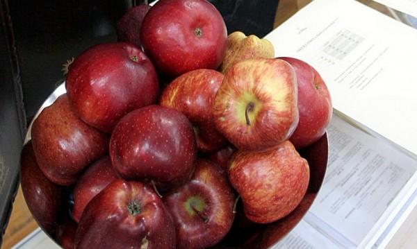 Ябълки срещу... цигари ще разменят в Търново