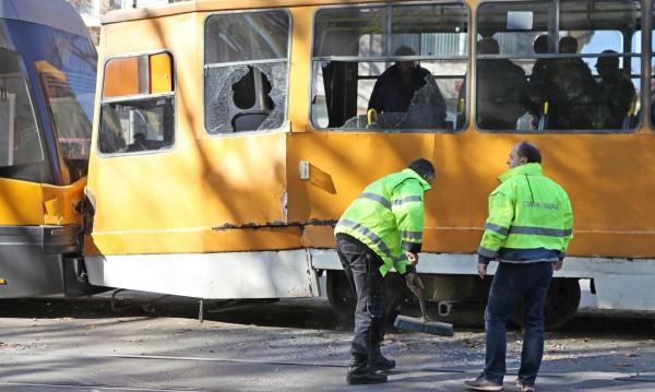 Два трамвая се удариха, трима – прегледани в болница