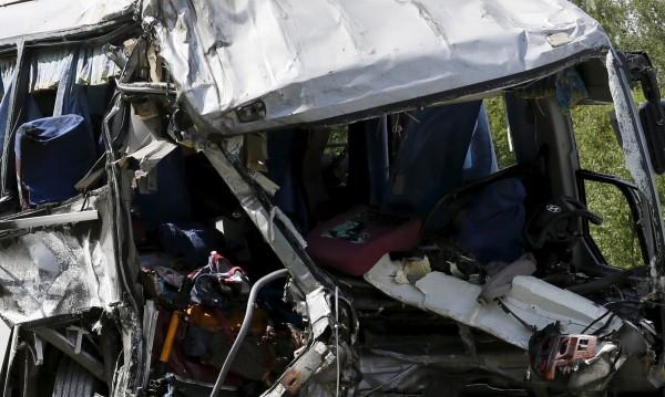 15 жертви на сблъсък на автобус и камион в Русия